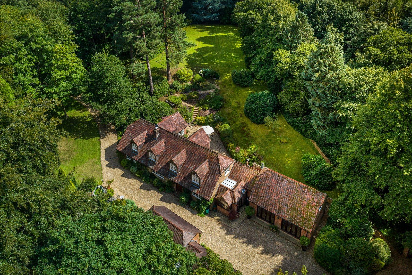独户住宅 为 销售 在 Frensham Lane, Churt, Farnham, Surrey, GU10 Farnham, 英格兰