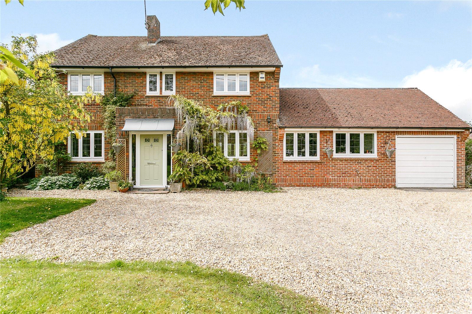独户住宅 为 销售 在 Station Road, Bentley, Farnham, Surrey, GU10 Farnham, 英格兰