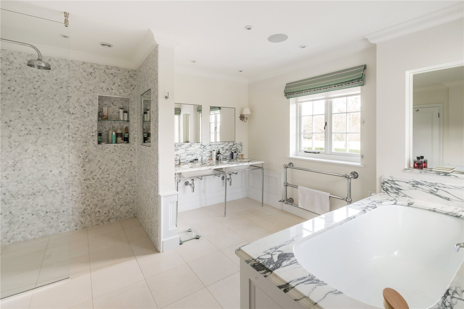 Additional photo for property listing at Frensham, Farnham, Surrey, GU10 Farnham, Angleterre