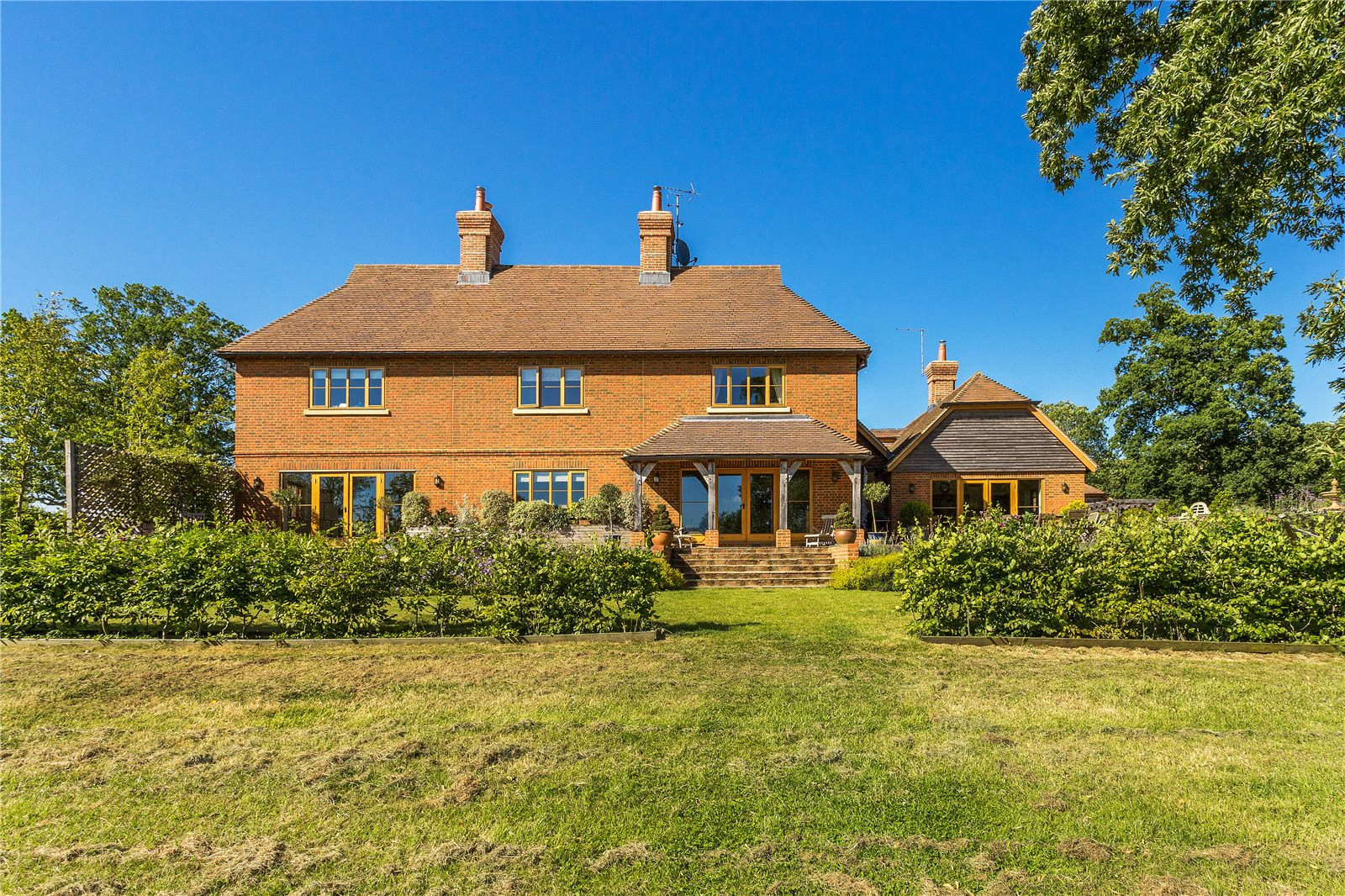Casa para uma família para Venda às Farnham Road, Ewshot, Farnham, Surrey, GU10 Farnham, Inglaterra