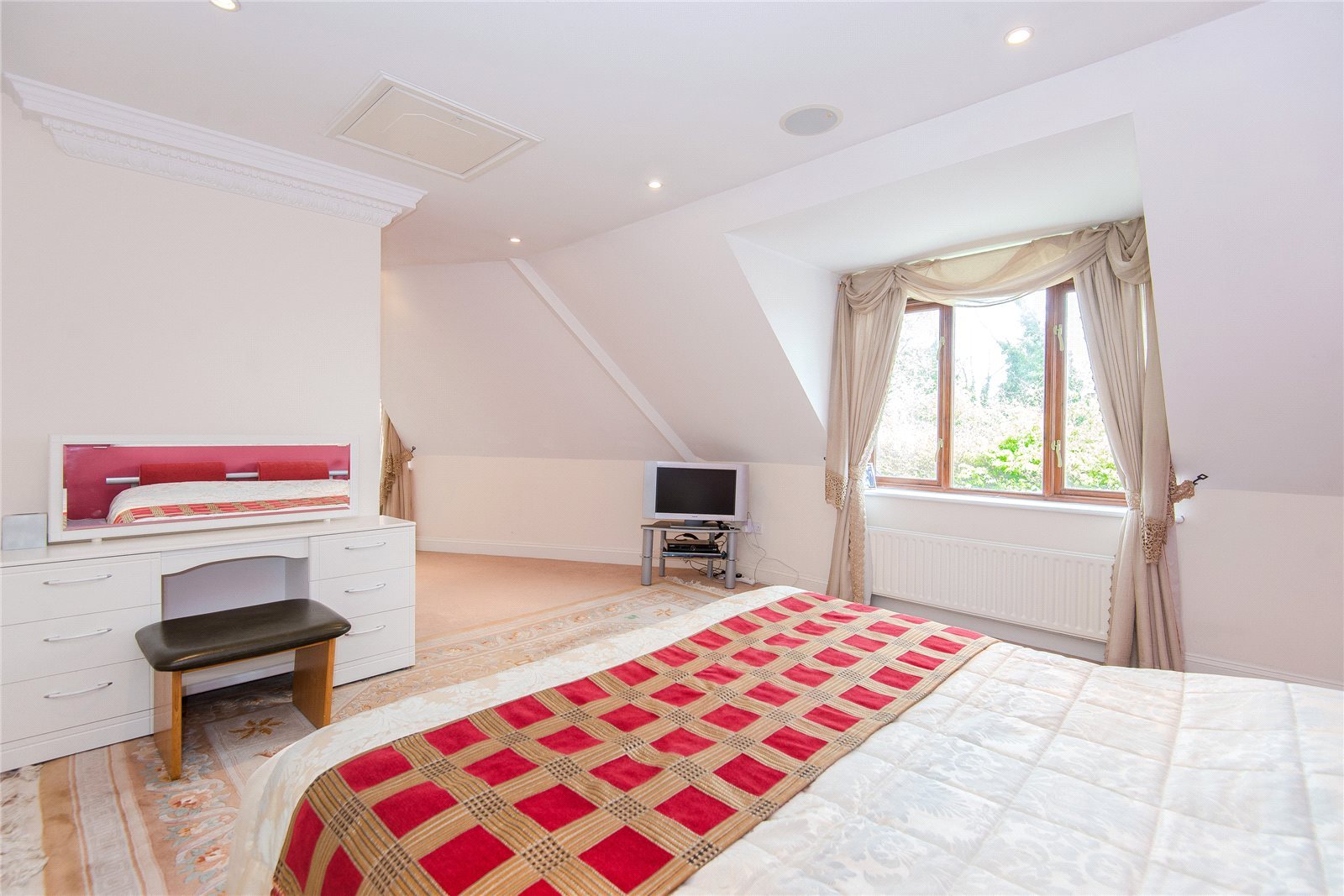 Additional photo for property listing at West End Lane, Stoke Poges, Bucks, SL2 英格蘭