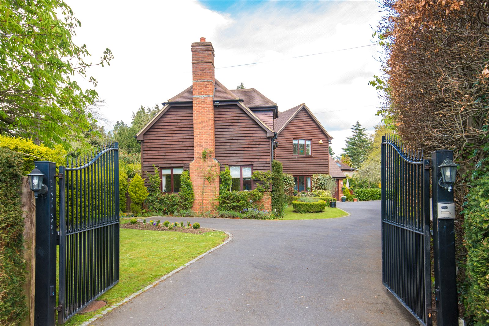 Additional photo for property listing at West End Lane, Stoke Poges, Bucks, SL2 Inglaterra