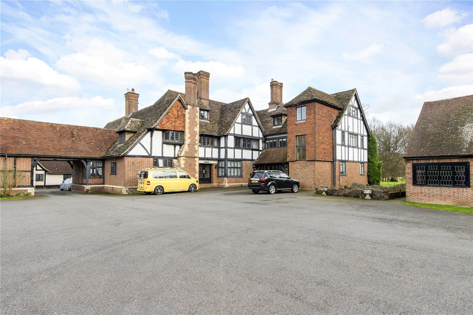 Additional photo for property listing at Fulmer Chase, Stoke Common Road, Fulmer, Buckinghamshire, SL3 Fulmer, イギリス