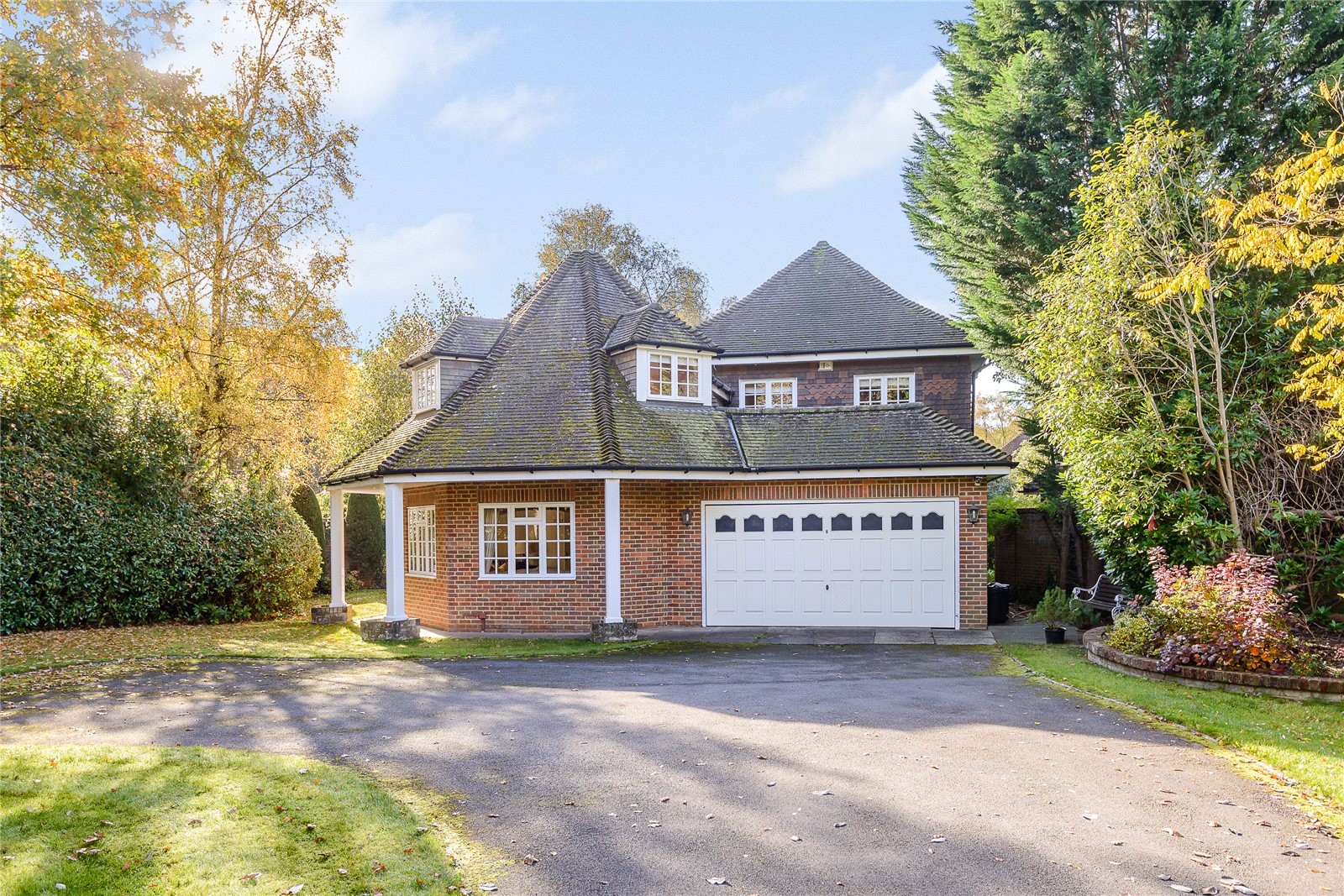 Additional photo for property listing at Dukes Wood Drive, Gerrards Cross, Buckinghamshire, SL9 Gerrards Cross, Engeland