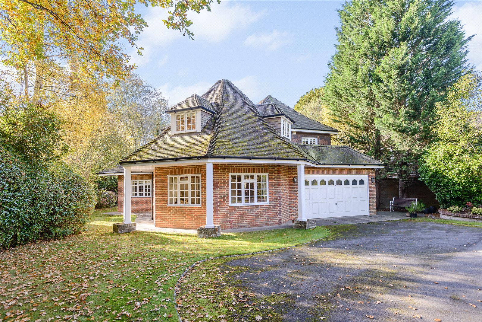 Casa Unifamiliar por un Venta en Dukes Wood Drive, Gerrards Cross, Buckinghamshire, SL9 Gerrards Cross, Inglaterra