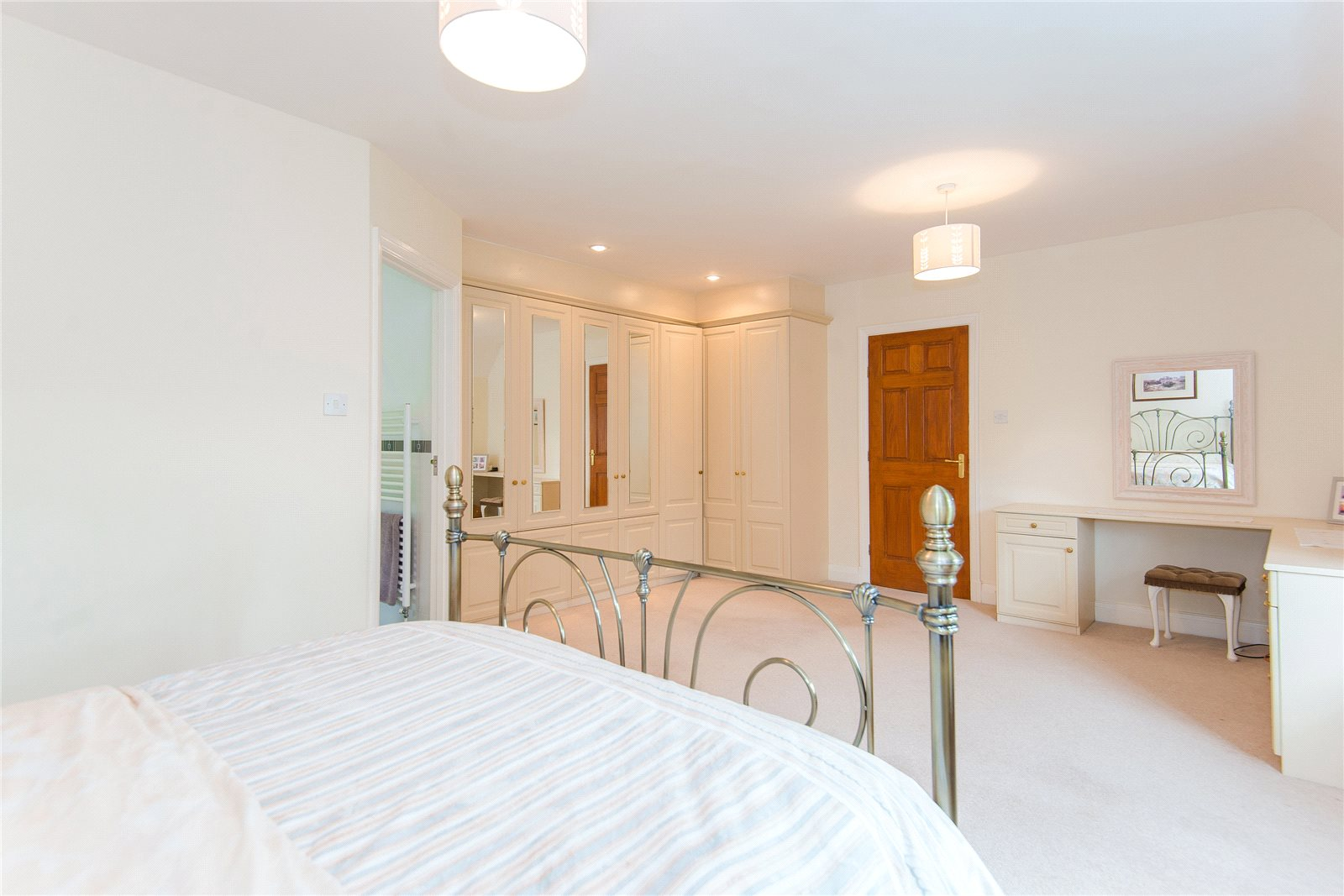 Additional photo for property listing at Ellis Avenue, Chalfont Heights, Buckinghamshire, SL9 Buckinghamshire, Anh Quốc