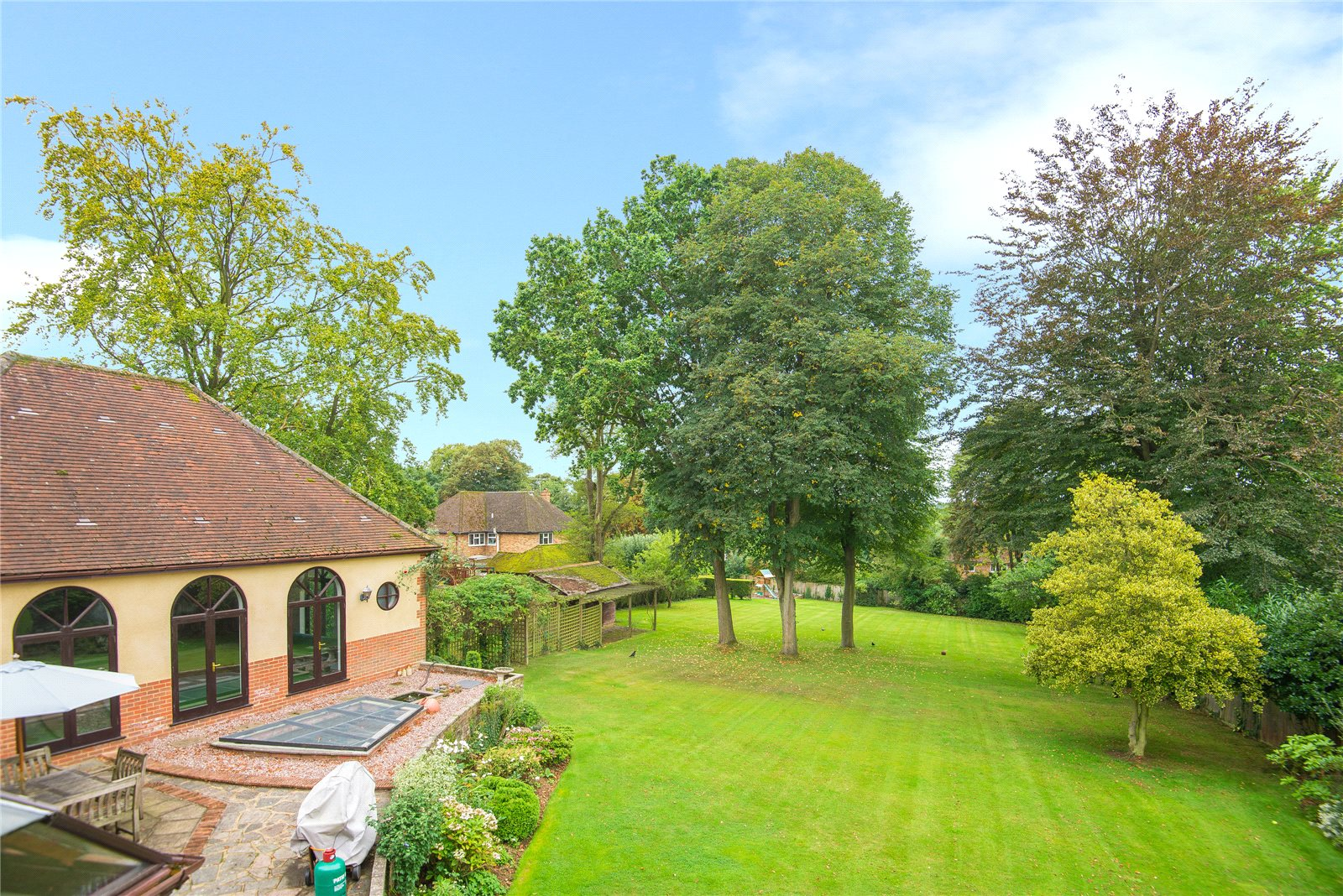 Additional photo for property listing at Ellis Avenue, Chalfont Heights, Buckinghamshire, SL9 Buckinghamshire, Inghilterra