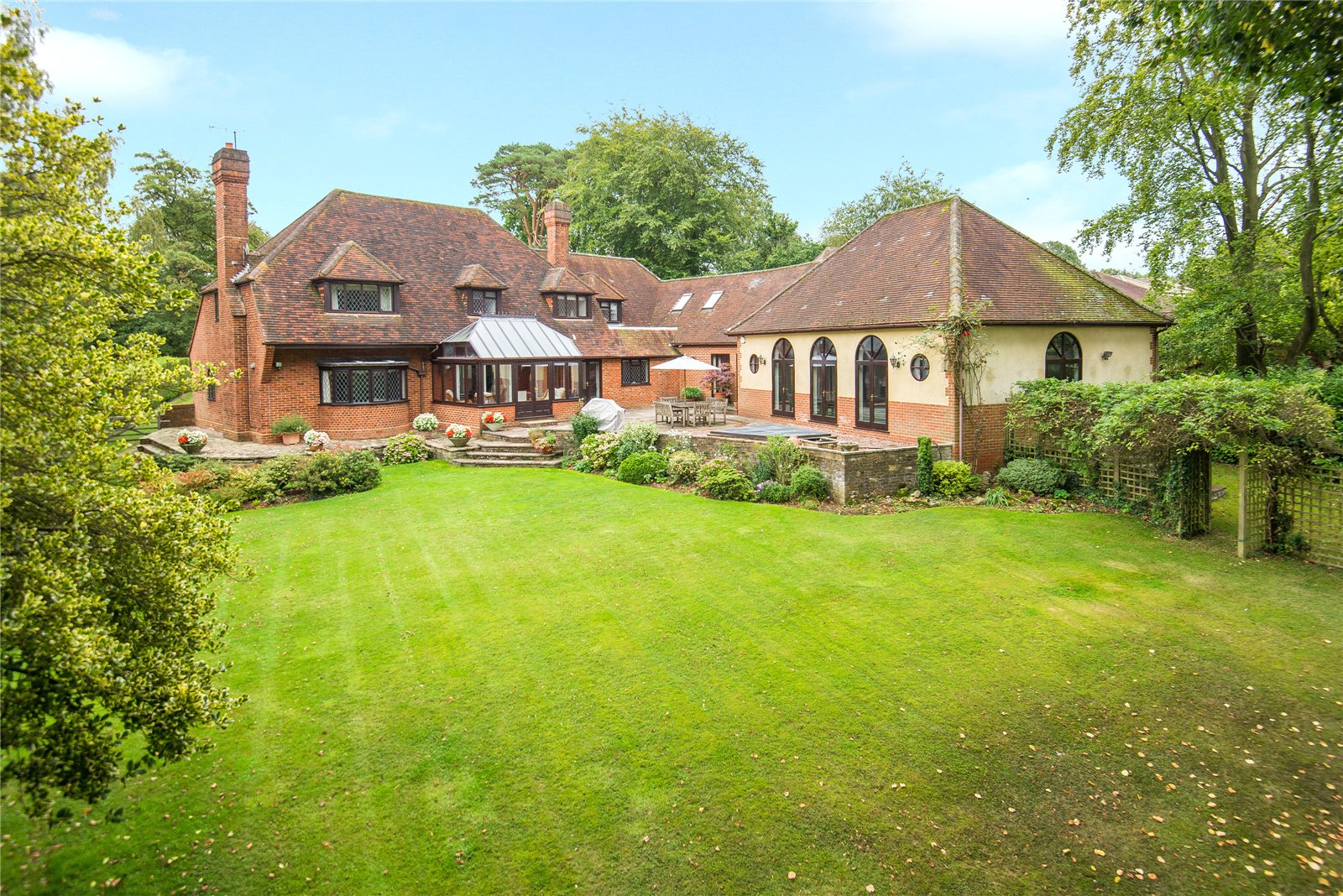 Additional photo for property listing at Ellis Avenue, Chalfont Heights, Buckinghamshire, SL9 Buckinghamshire, England