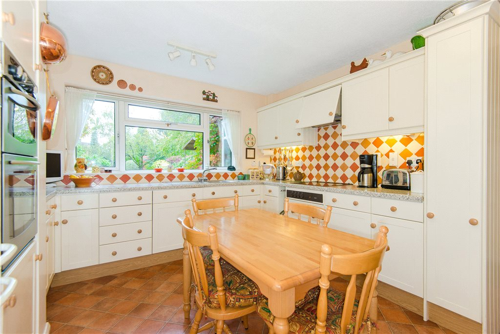 Additional photo for property listing at Clevehurst Close, Stoke Poges, Bucks, SL2 England