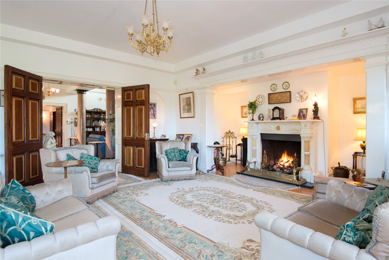 Additional photo for property listing at Main Drive, Gerrards Cross, Buckinghamshire, SL9 Gerrards Cross, Ingiltere
