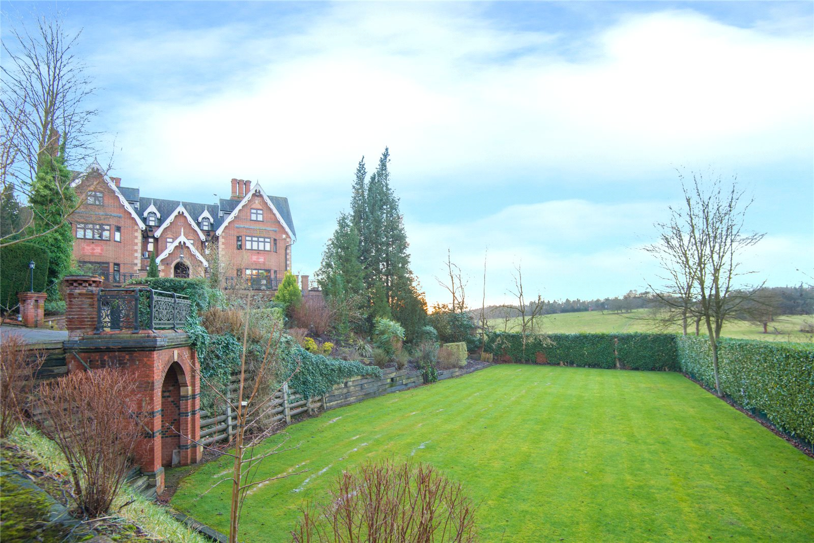 Additional photo for property listing at Main Drive, Gerrards Cross, Buckinghamshire, SL9 Gerrards Cross, イギリス