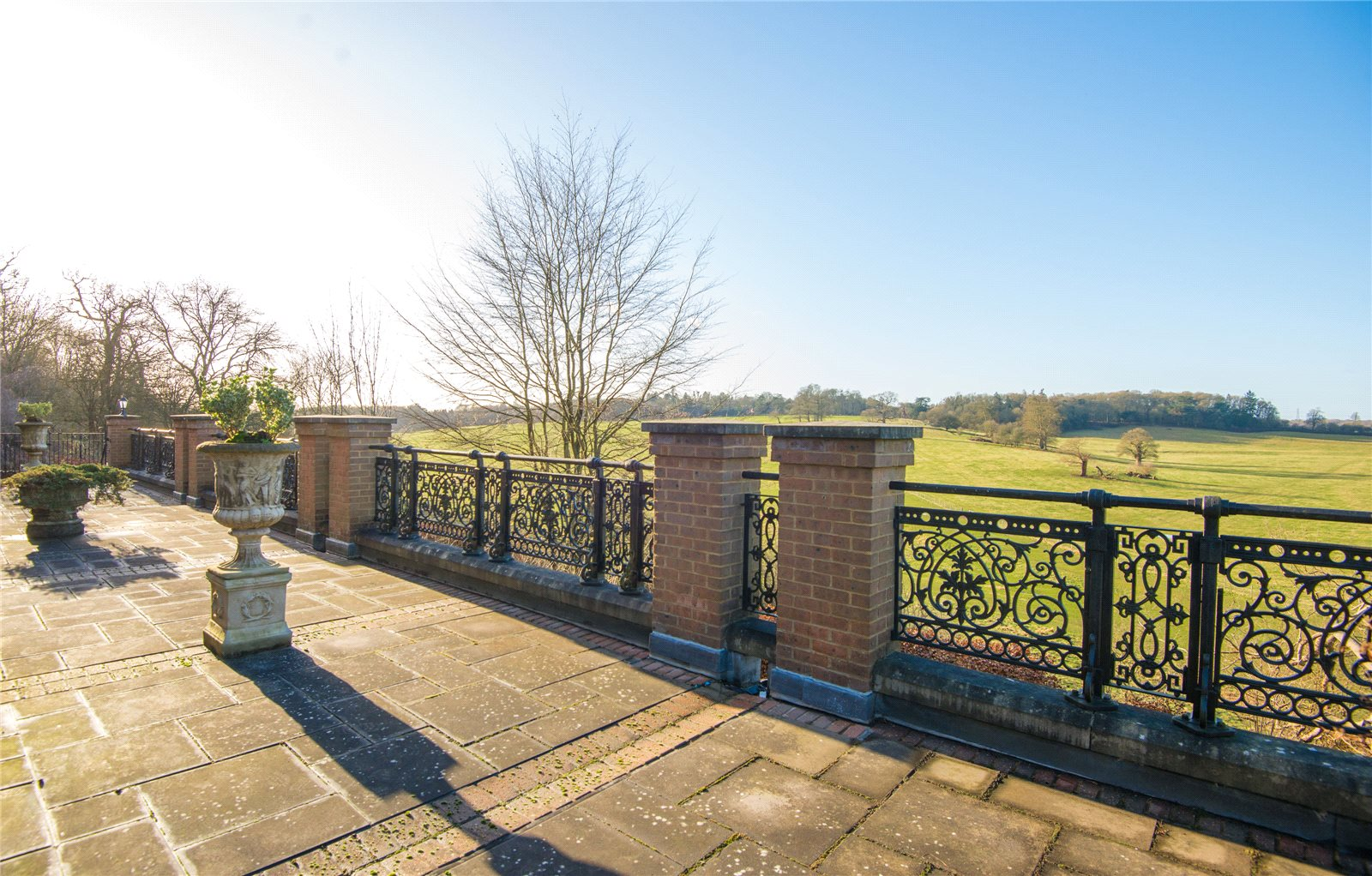 Additional photo for property listing at Main Drive, Gerrards Cross, Buckinghamshire, SL9 Gerrards Cross, Αγγλια