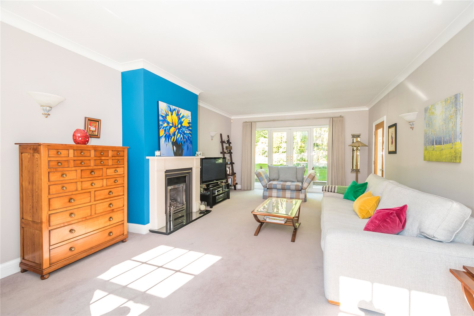 Additional photo for property listing at Woodbank Avenue, Gerrards Cross, Buckinghamshire, SL9 Gerrards Cross, Англия