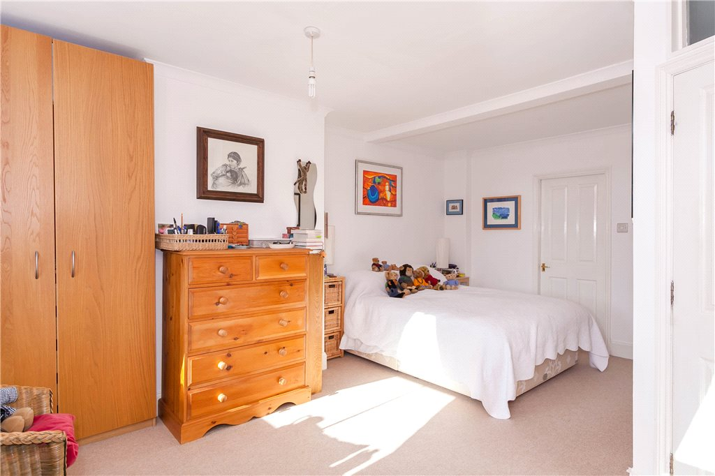 Additional photo for property listing at South View Road, Gerrards Cross, Buckinghamshire, SL9 Gerrards Cross, England