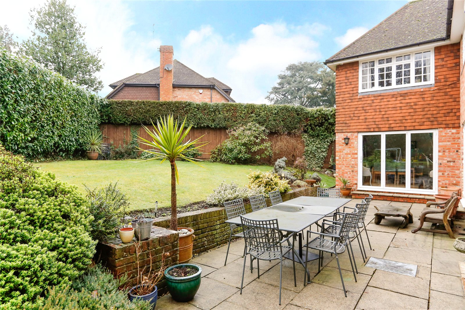 Additional photo for property listing at Hill Rise, Chalfont St Peter, Gerrards Cross, Buckinghamshire, SL9 Gerrards Cross, Ingiltere