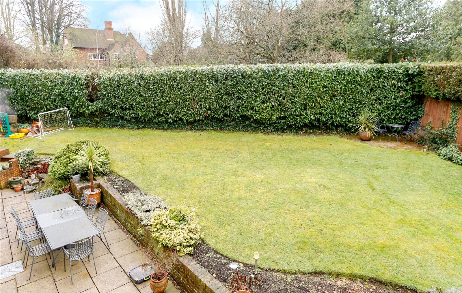 Additional photo for property listing at Hill Rise, Chalfont St Peter, Gerrards Cross, Buckinghamshire, SL9 Gerrards Cross, Англия