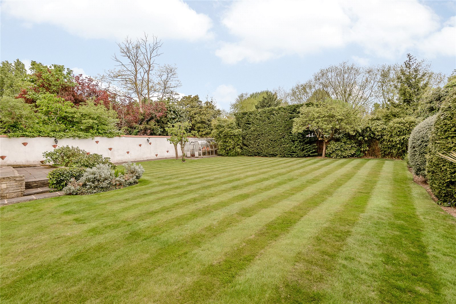 Additional photo for property listing at Village Road, Denham Village, Buckinghamshire, UB9 Buckinghamshire, Inglaterra