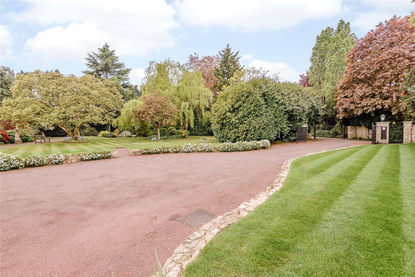 Additional photo for property listing at Village Road, Denham Village, Buckinghamshire, UB9 Buckinghamshire, England