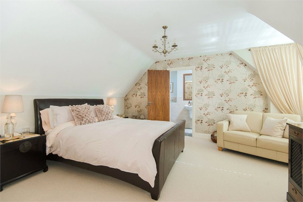 Additional photo for property listing at Ortman Close, Gerrards Cross, Buckinghamshire, SL9 Gerrards Cross, England