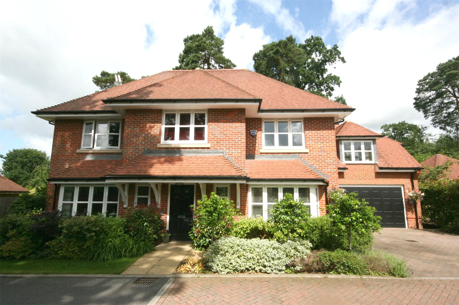 Single Family Home for Sale at Ortman Close, Gerrards Cross, Buckinghamshire, SL9 Gerrards Cross, England