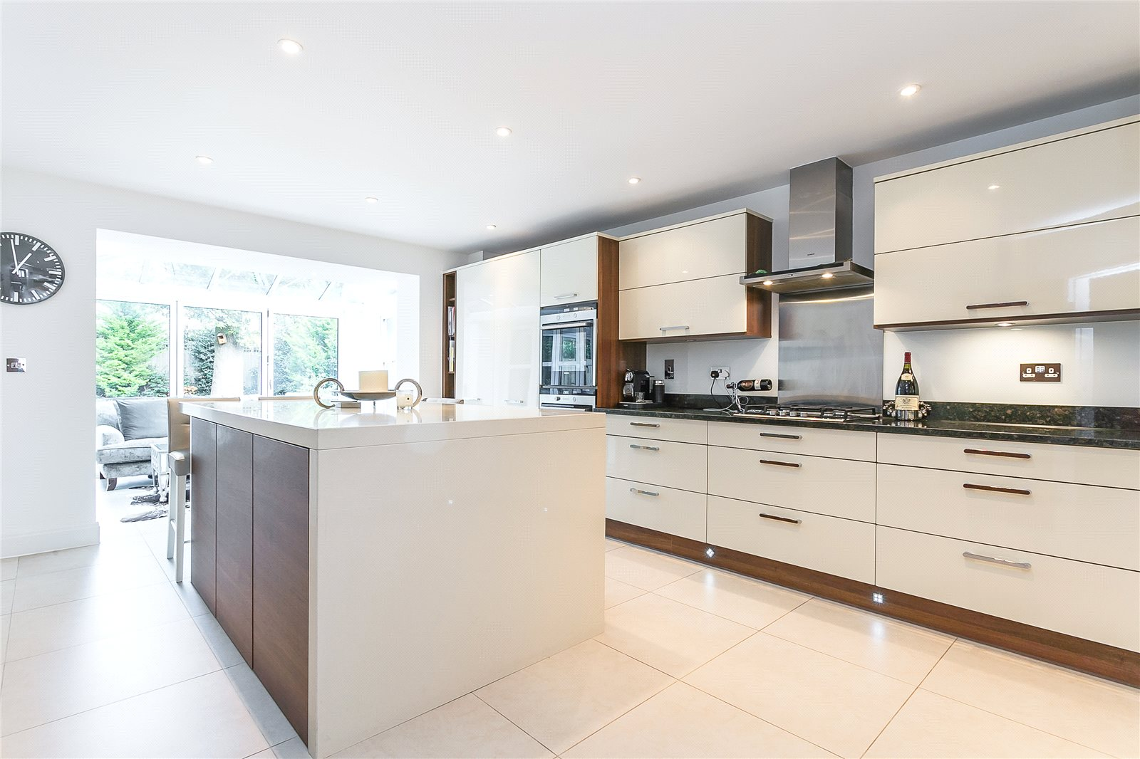 Additional photo for property listing at Ortman Close, Gerrards Cross, Buckinghamshire, SL9 Gerrards Cross, Engeland
