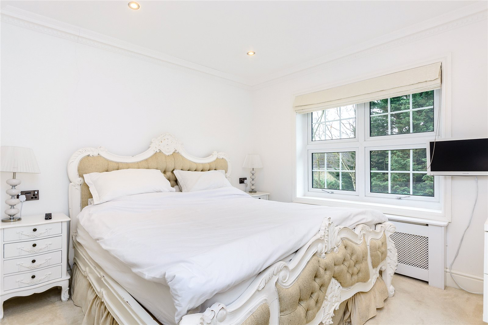 Additional photo for property listing at Fulmer Road, Gerrards Cross, Buckinghamshire, SL9 Gerrards Cross, Inglaterra