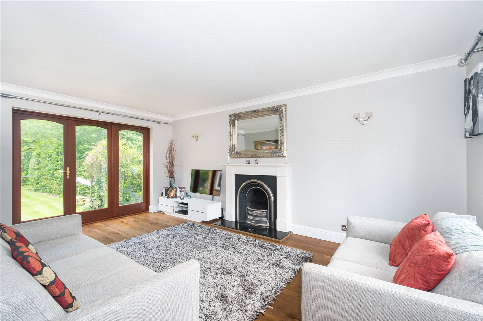 Additional photo for property listing at The Uplands, Gerrards Cross, Buckinghamshire, SL9 Gerrards Cross, England