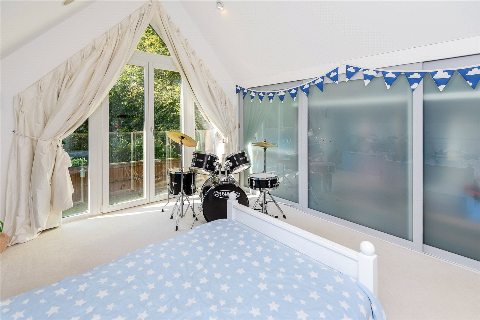 Additional photo for property listing at Rickmans Lane, Stoke Poges, Buckinghamshire, SL2 Stoke Poges, Англия
