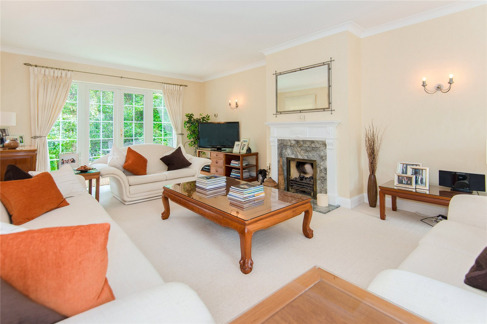 Additional photo for property listing at St Huberts Close, Gerrards Cross, Buckinghamshire, SL9 Gerrards Cross, Anh Quốc