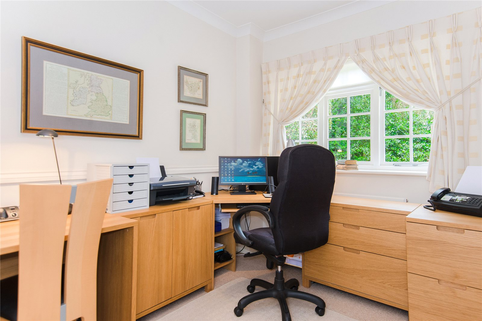 Additional photo for property listing at St Huberts Close, Gerrards Cross, Buckinghamshire, SL9 Gerrards Cross, Inglaterra
