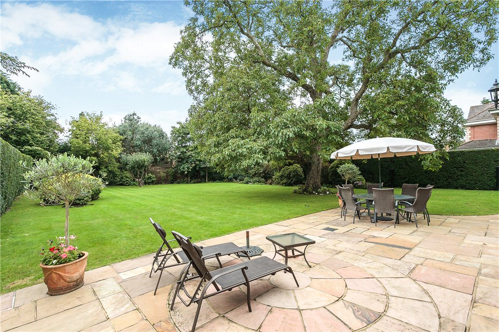 Additional photo for property listing at Camp Road, Gerrards Cross, Buckinghamshire, SL9 Gerrards Cross, Angleterre