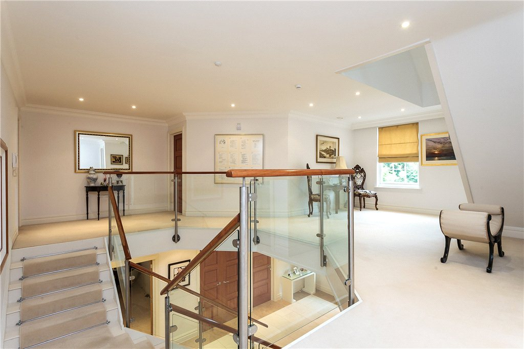 Additional photo for property listing at Camp Road, Gerrards Cross, Buckinghamshire, SL9 Gerrards Cross, Inglaterra