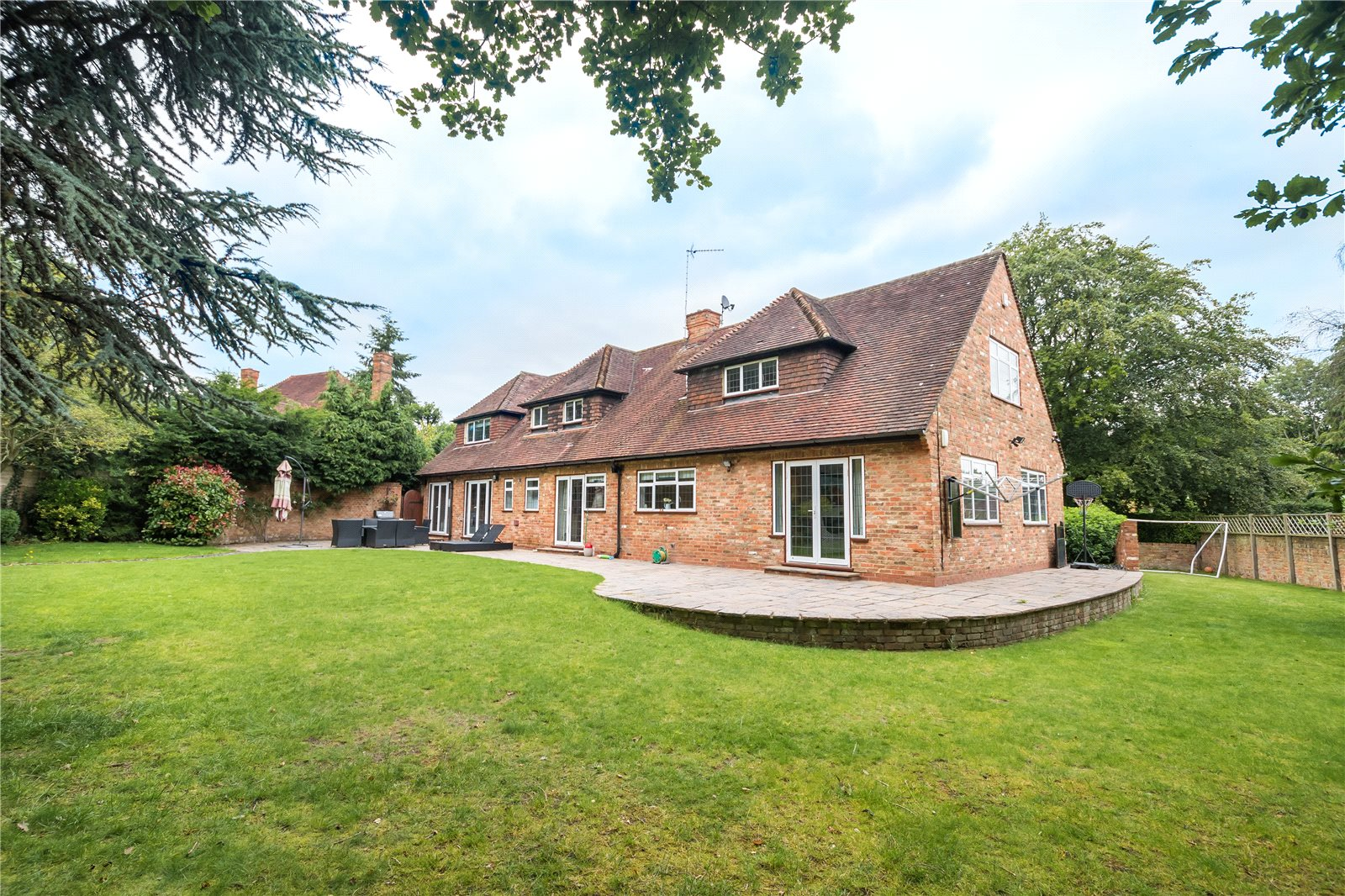 Additional photo for property listing at Howards Thicket, Gerrards Cross, Buckinghamshire, SL9 Gerrards Cross, Inglaterra