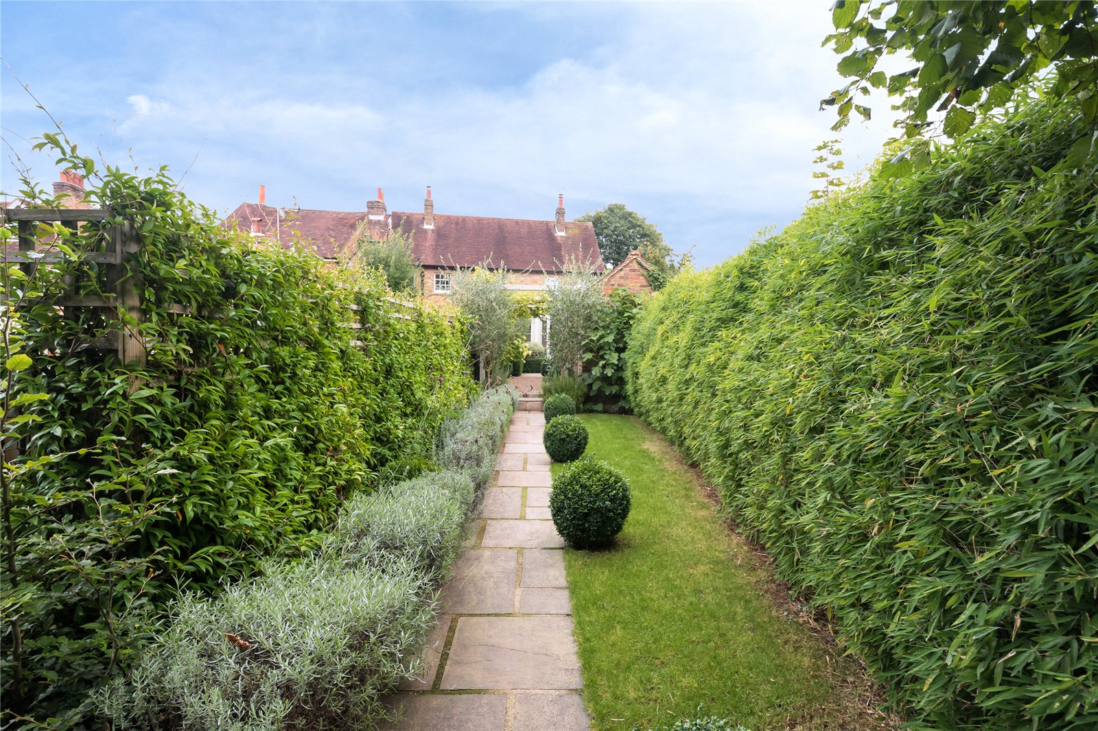 Additional photo for property listing at Village Road, Denham Village, Buckinghamshire, UB9 Buckinghamshire, East Of England, Engeland