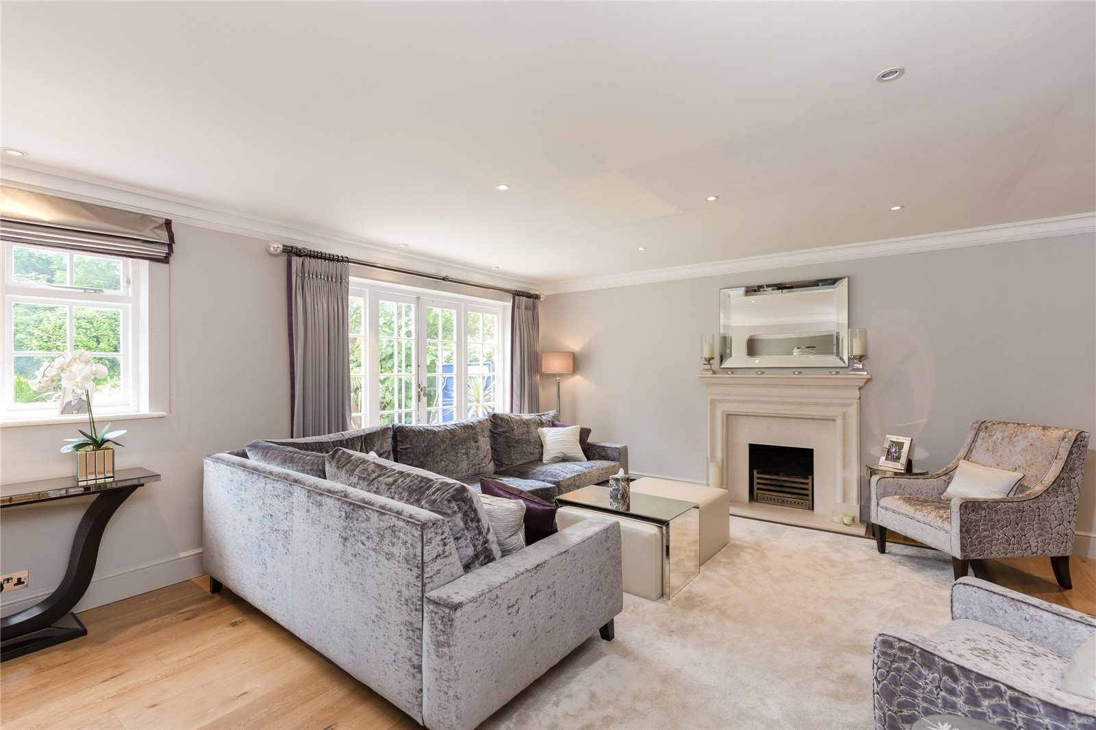 Additional photo for property listing at Dukes Wood Drive, Gerrards Cross, Buckinghamshire, SL9 Gerrards Cross, Anh Quốc