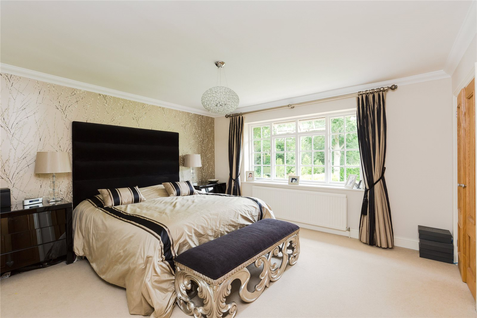 Additional photo for property listing at Dukes Wood Drive, Gerrards Cross, Buckinghamshire, SL9 Gerrards Cross, Англия