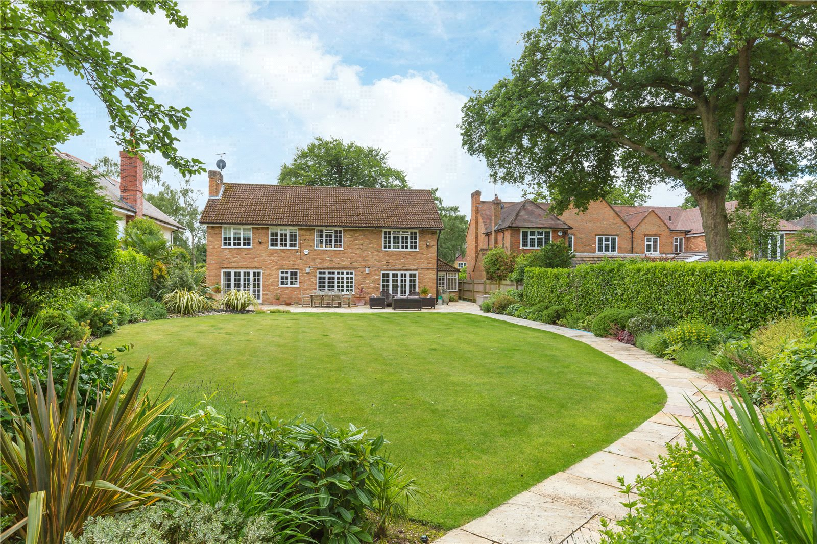 Additional photo for property listing at Dukes Wood Drive, Gerrards Cross, Buckinghamshire, SL9 Gerrards Cross, Angleterre