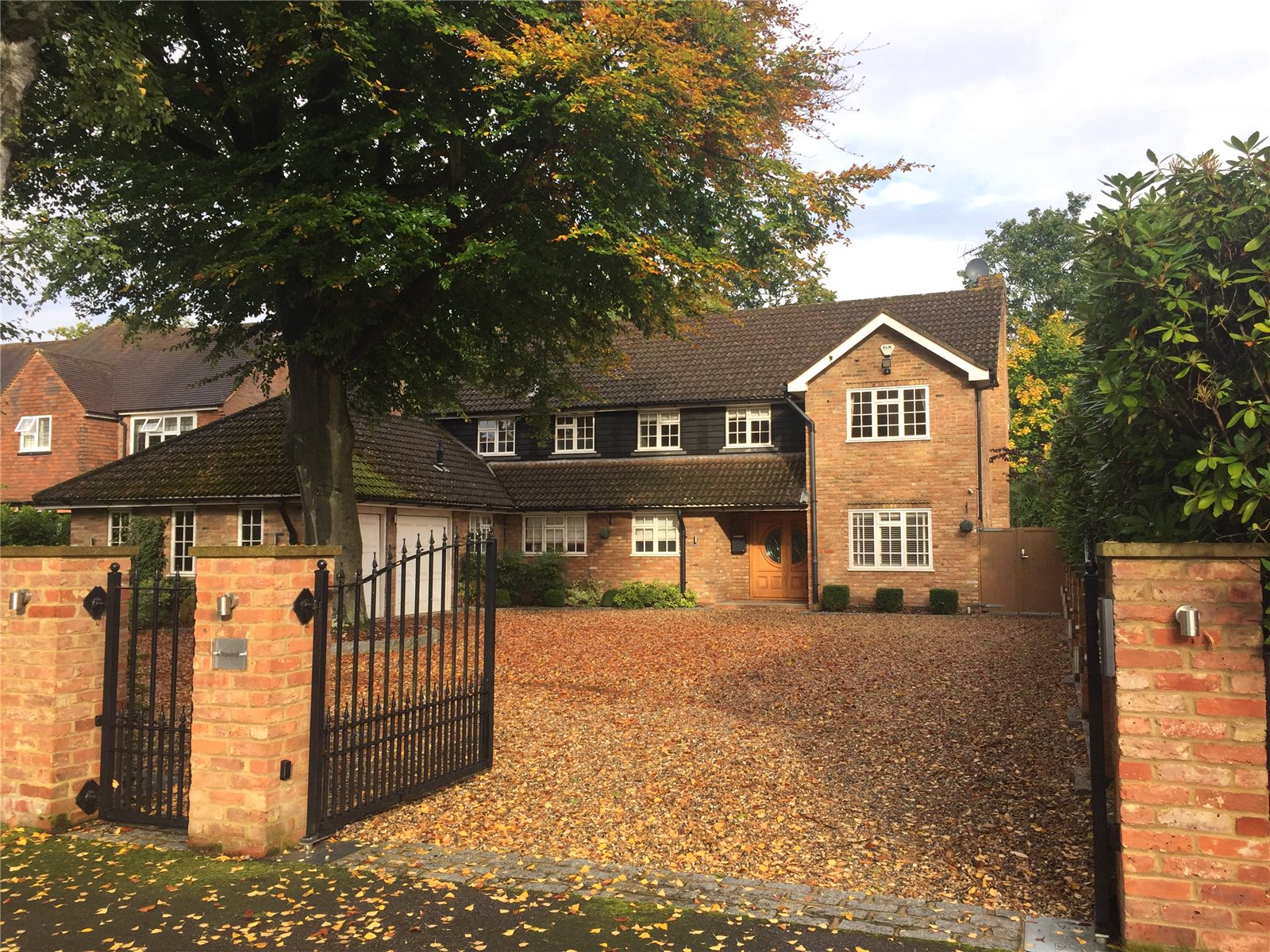 Частный дом для того Продажа на Dukes Wood Drive, Gerrards Cross, Buckinghamshire, SL9 Gerrards Cross, Англия
