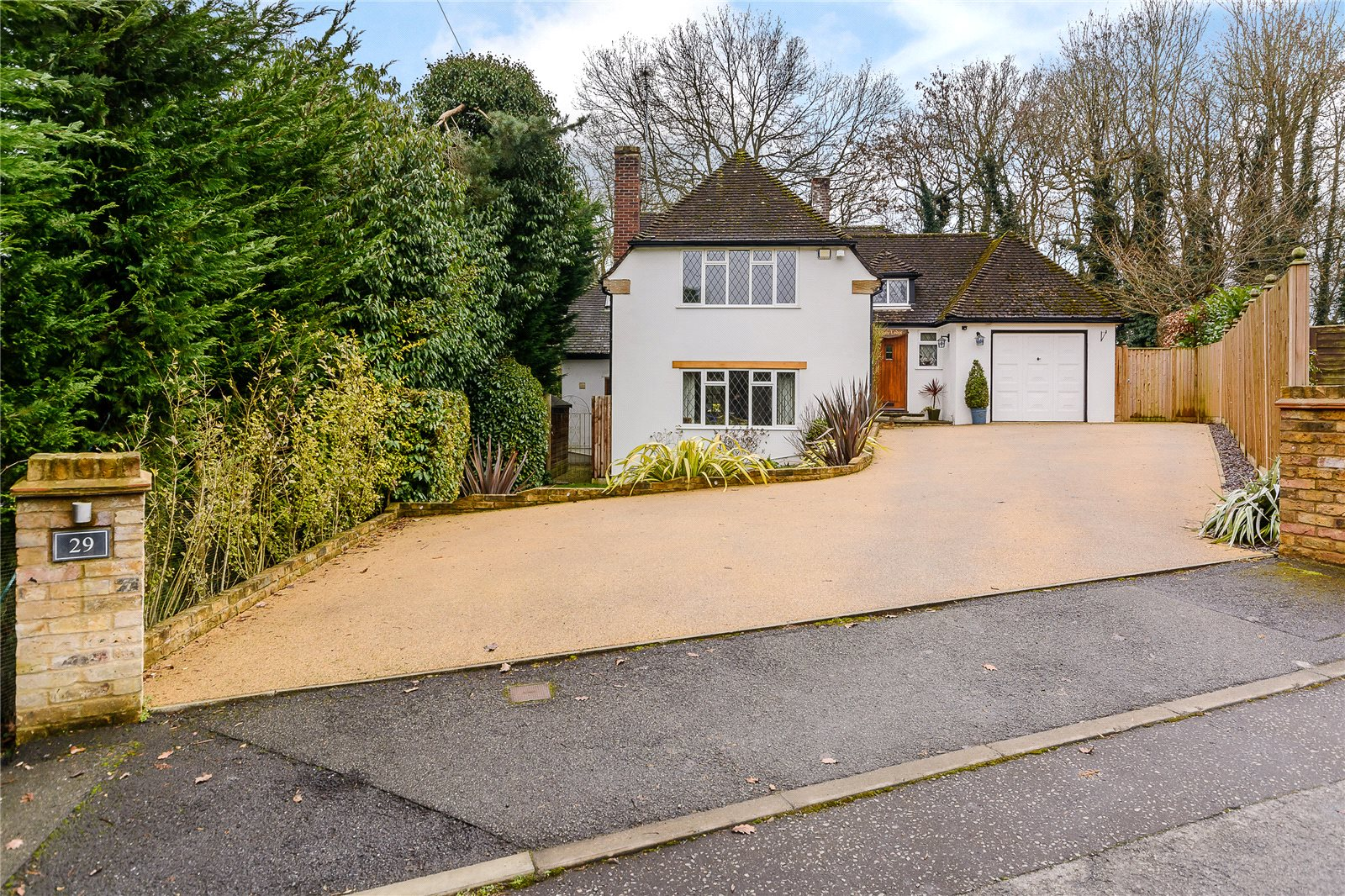 独户住宅 为 销售 在 Howards Wood Drive, Gerrards Cross, Buckinghamshire, SL9 Gerrards Cross, 英格兰
