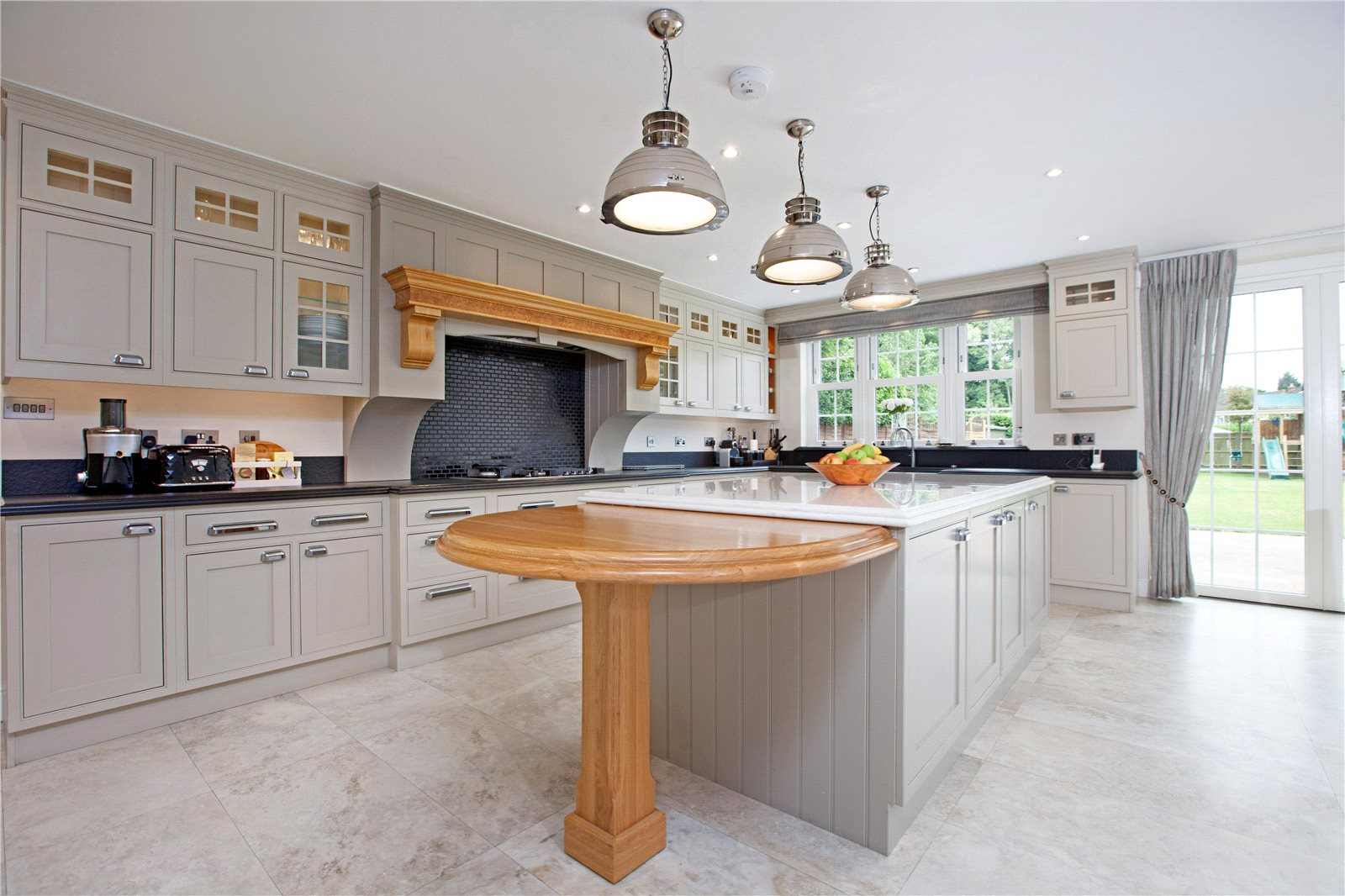 Additional photo for property listing at Dukes Wood Drive, Gerrards Cross, Buckinghamshire, SL9 Gerrards Cross, 英格蘭