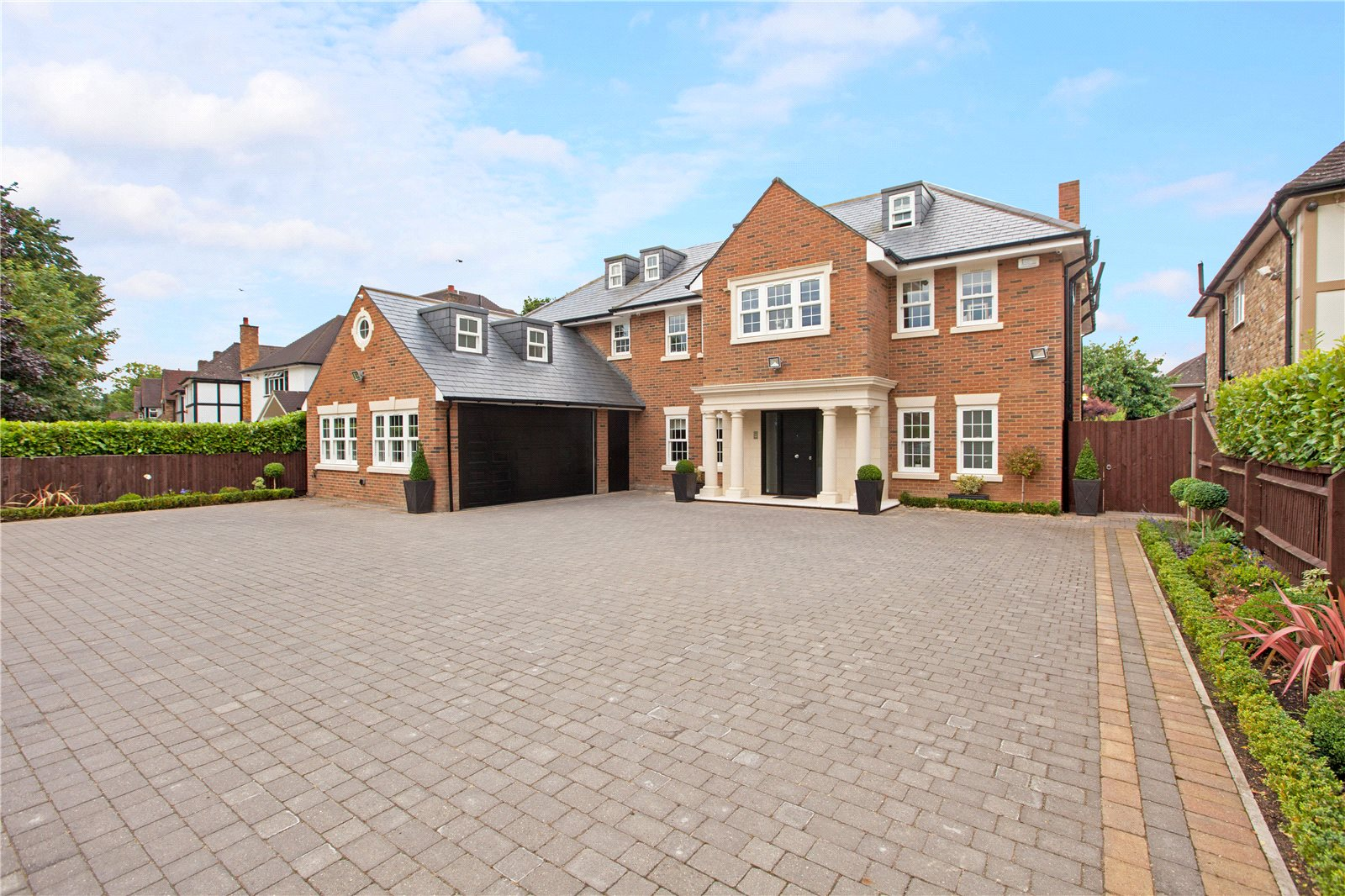 独户住宅 为 销售 在 Dukes Wood Drive, Gerrards Cross, Buckinghamshire, SL9 Gerrards Cross, 英格兰
