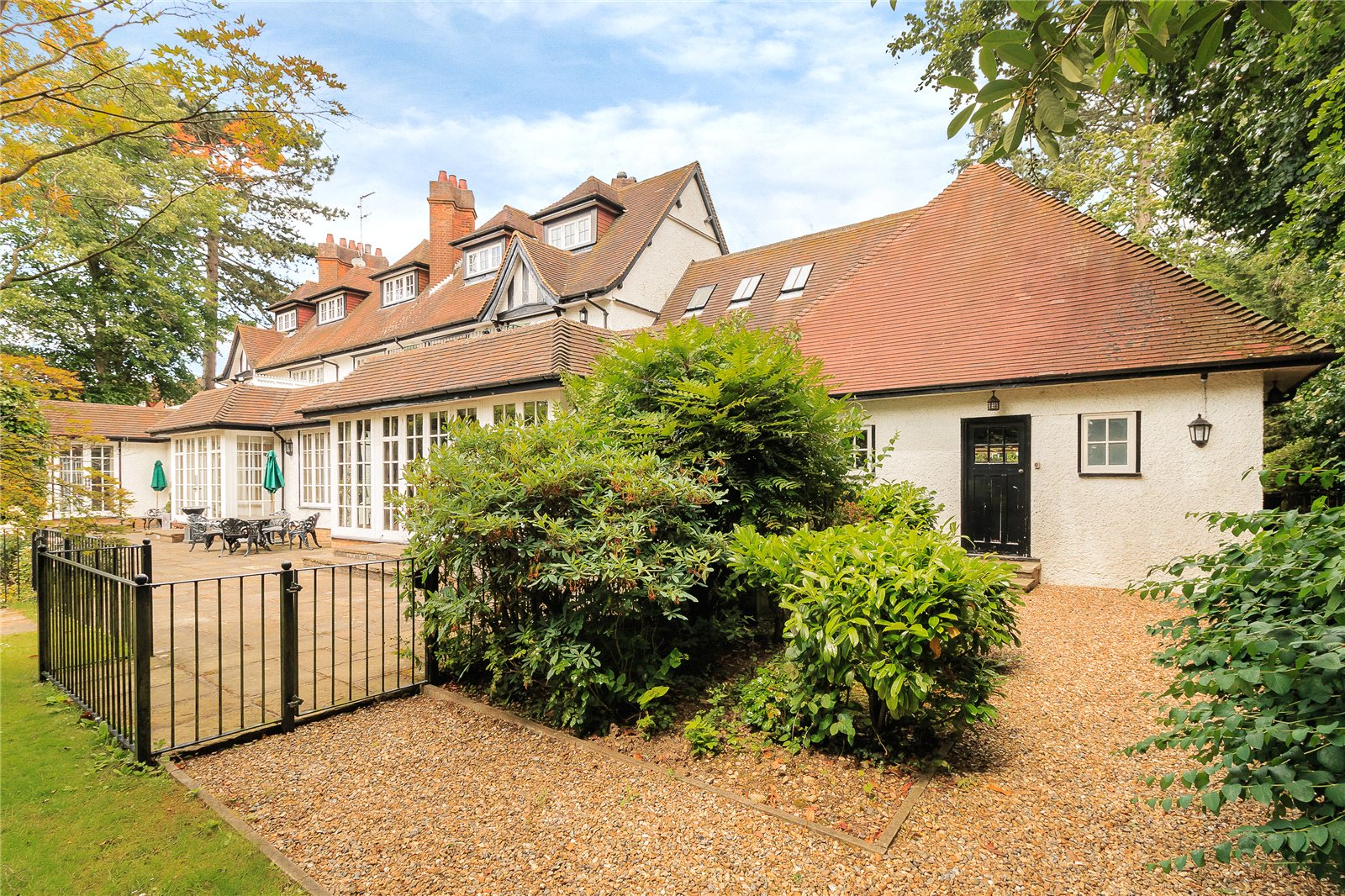 Additional photo for property listing at Chalfont Lane, Chorleywood, Hertfordshire, WD3 Chorleywood, 영국