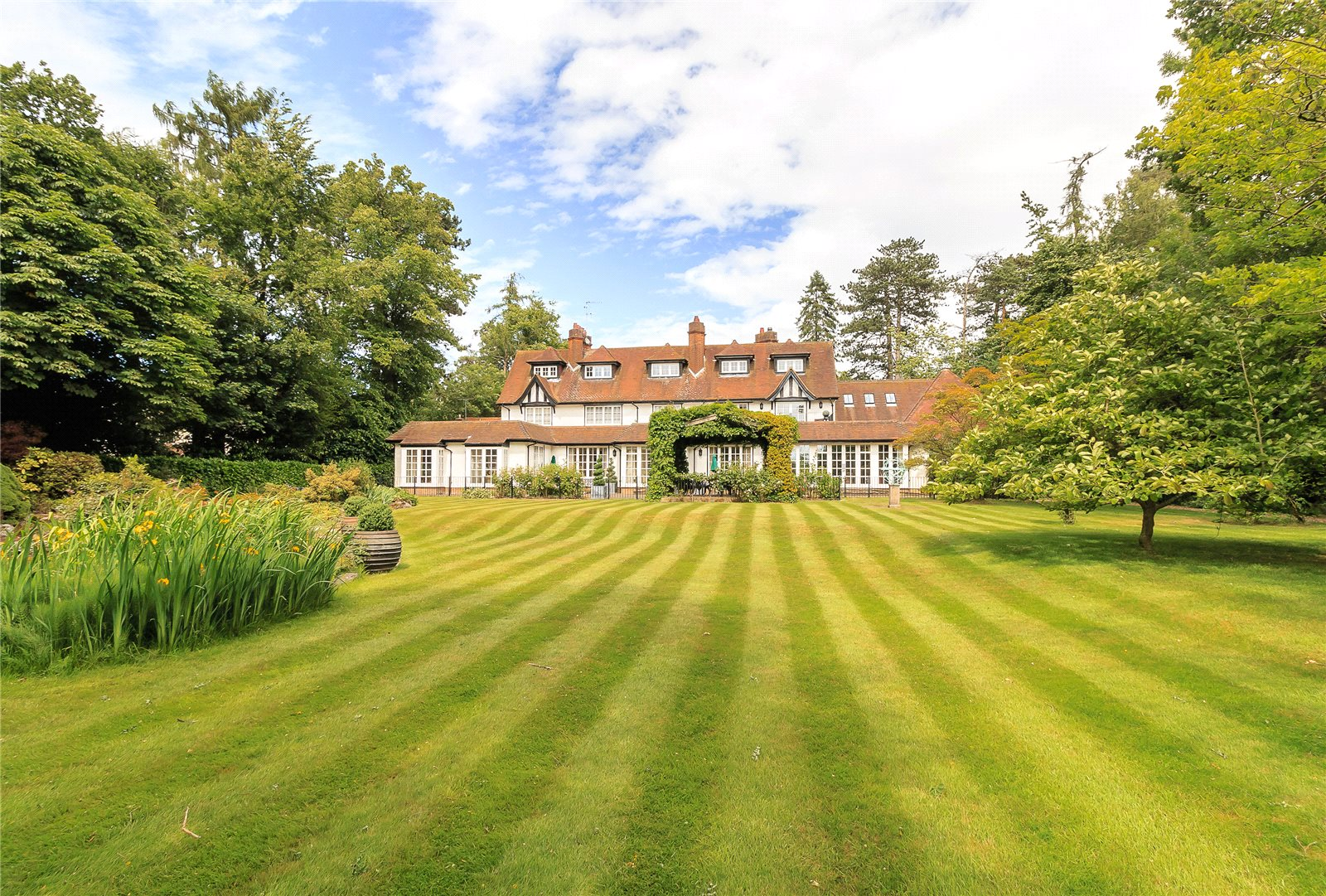 Additional photo for property listing at Chalfont Lane, Chorleywood, Hertfordshire, WD3 Chorleywood, Engeland