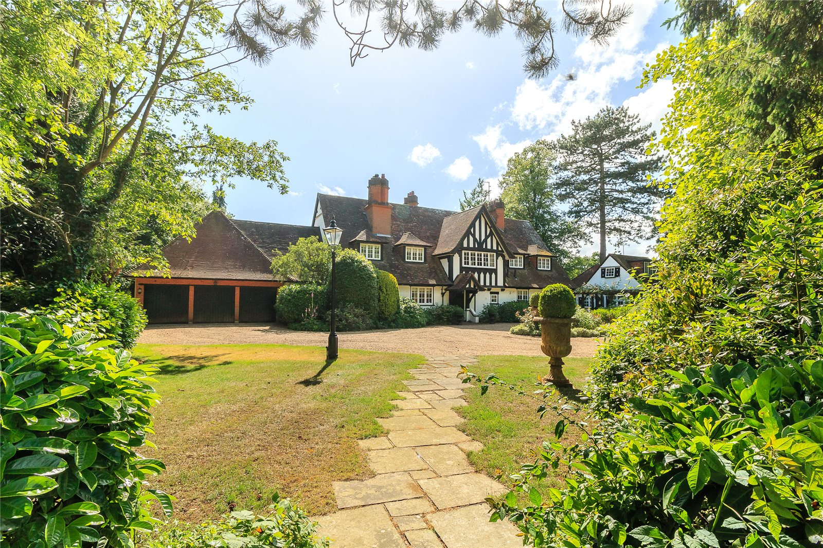 Additional photo for property listing at Chalfont Lane, Chorleywood, Hertfordshire, WD3 Chorleywood, Angleterre