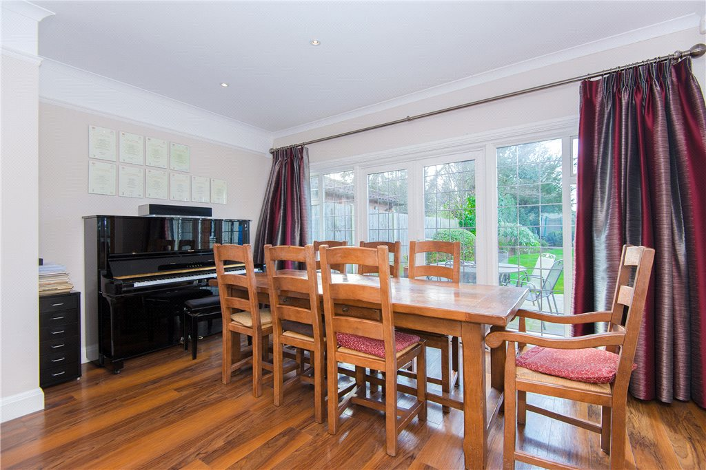 Additional photo for property listing at Fulmer Road, Gerrards Cross, Buckinghamshire, SL9 Gerrards Cross, Англия