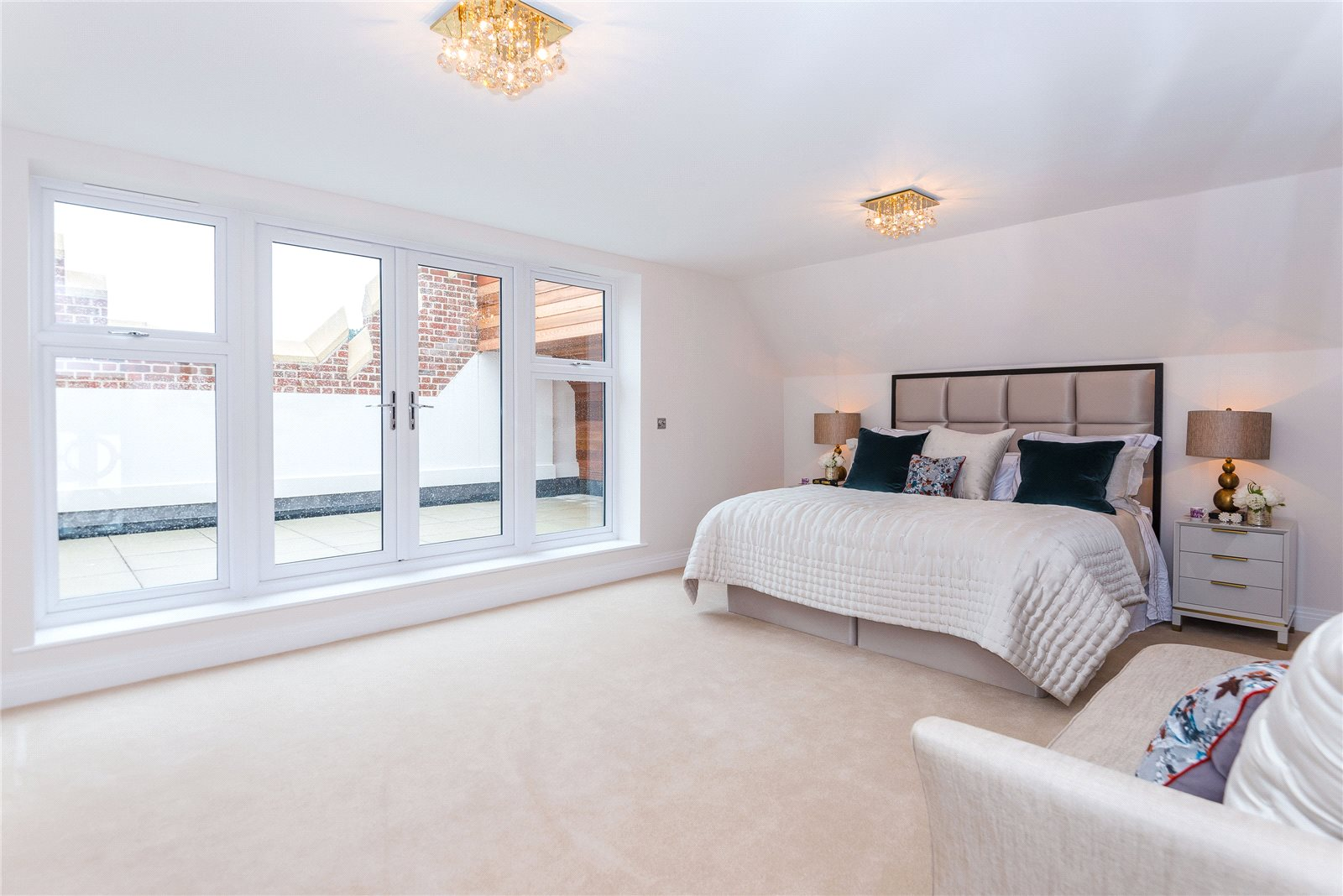 Additional photo for property listing at Scholars Place, South Park Drive, Gerrards Cross, Buckinghamshire, SL9 Gerrards Cross, Англия