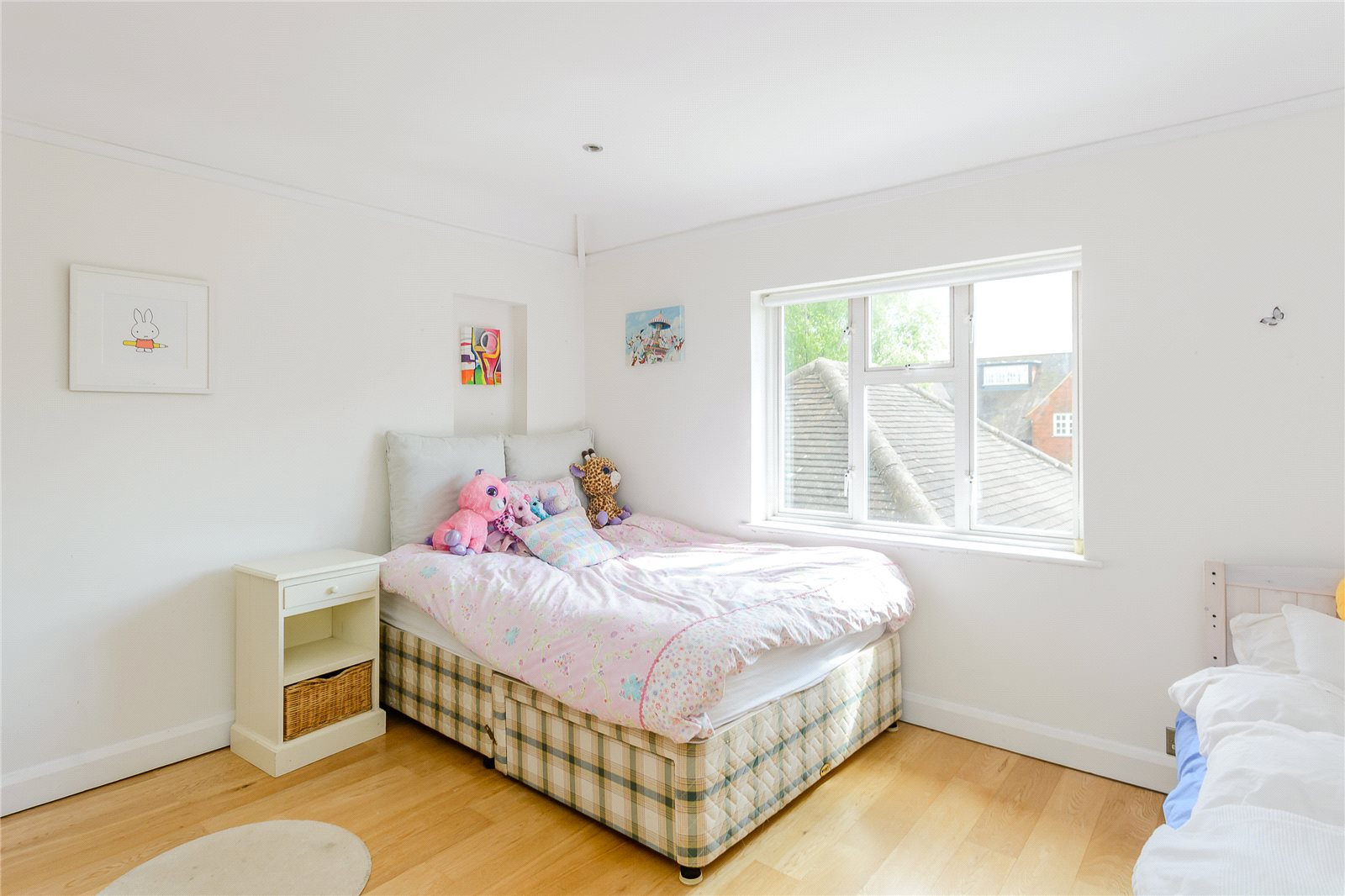 Additional photo for property listing at Latchmoor Avenue, Chalfont St Peter, Gerrards Cross, Buckinghamshire, SL9 Gerrards Cross, Anh Quốc