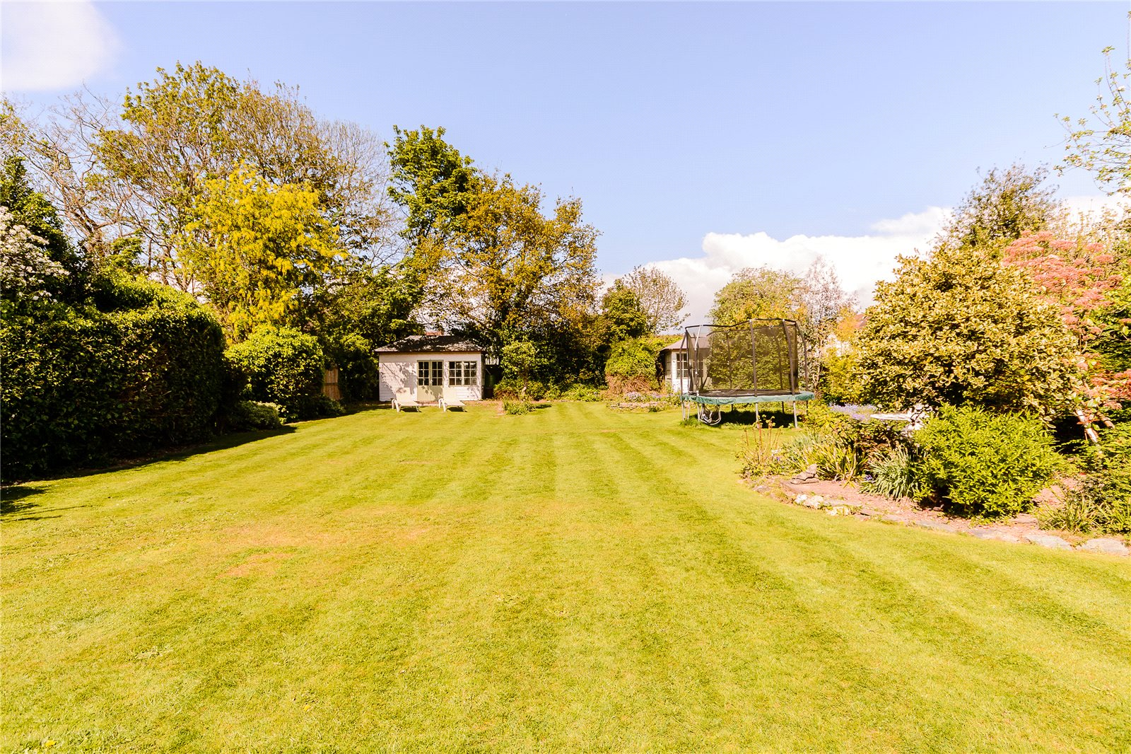 Additional photo for property listing at Latchmoor Avenue, Chalfont St Peter, Gerrards Cross, Buckinghamshire, SL9 Gerrards Cross, Inglaterra