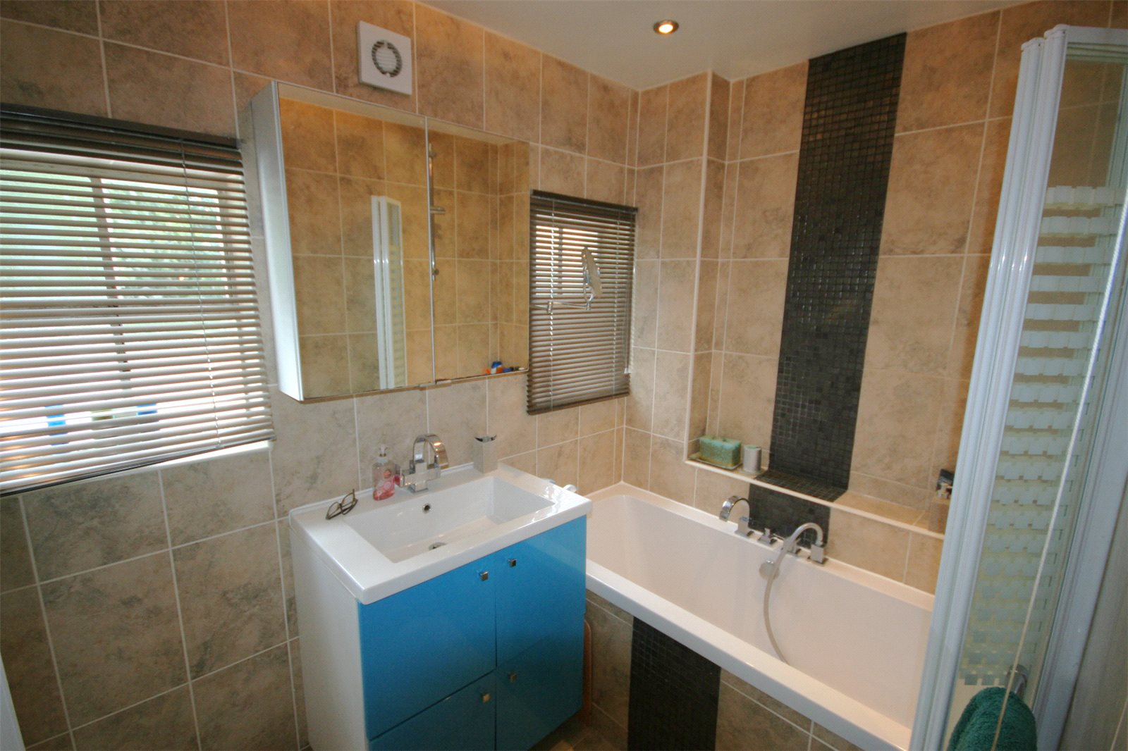 Additional photo for property listing at Windsor Road, Gerrards Cross, Buckinghamshire, SL9 Gerrards Cross, Ingiltere
