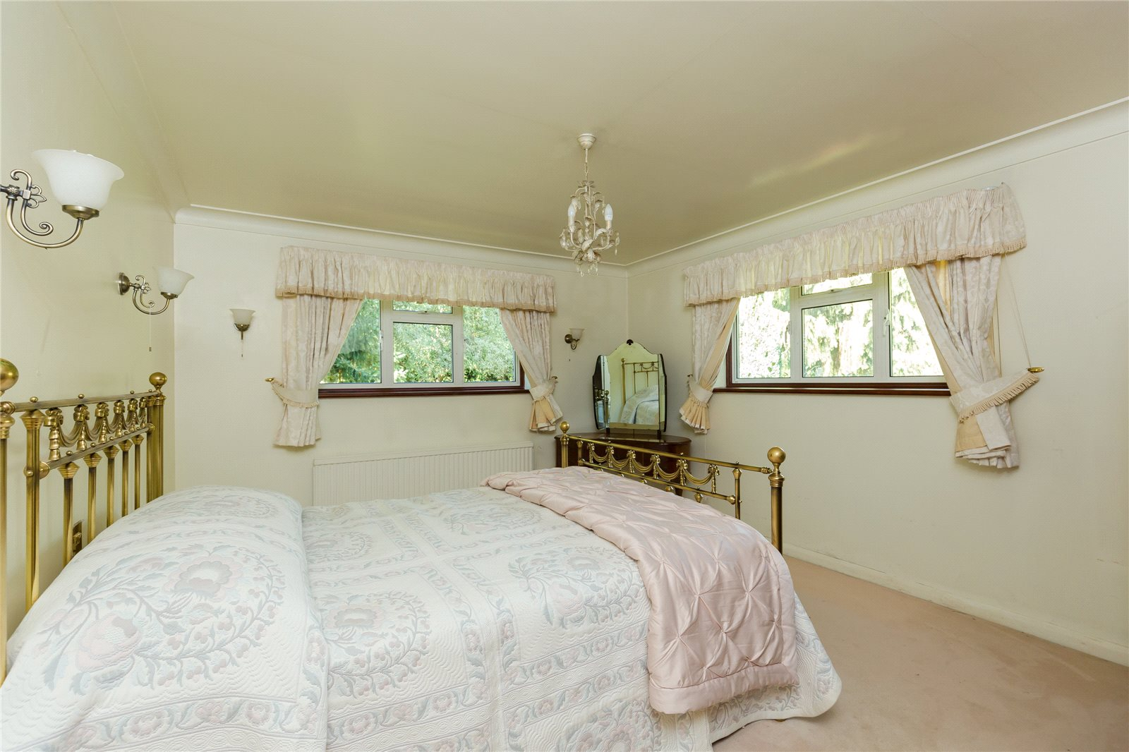 Additional photo for property listing at Chiltern Hill, Chalfont St. Peter, Gerrards Cross, Buckinghamshire, SL9 Gerrards Cross, England